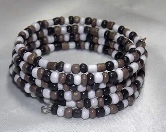 Bracelet of glass seed beads  on memory wire, White/black/brown