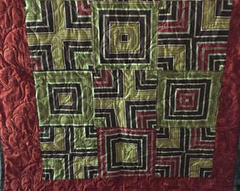 Quilt with optical illusion strips