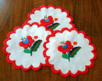 "Hungarian embroidered 5"" small doily, table ornament, coaster. Matyo Embroidery from Hungary"