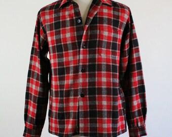 Mens Fall Shirt. Vintage 70s.  Plaid Black Red Gray Shirt. Lumberjack Shirt. Woodland Cabin Wool. Size Medium. FREE SHIPPING