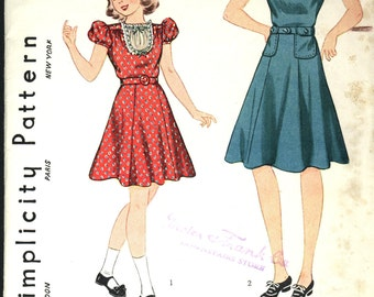 VINTAGE Simplicity Sweet GIRLS DRESS Pattern Size 8 1940s Sleeve  and Pocket Options