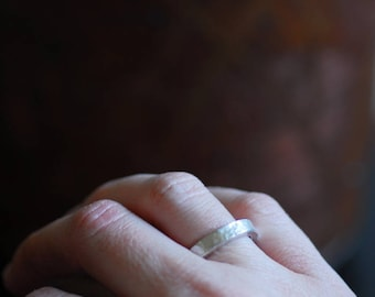 Silver Wedding Band, Sterling Silver Ring, Texture Hammered Design, Infinity Wedding Ring, Unisex Silver Band, Classic Silver Band