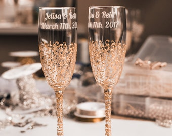 personalized wedding glasses Toasting flutes gold Glasses bride and groom Champagne glasses gold Wedding flutes Toasting flutes set of 2