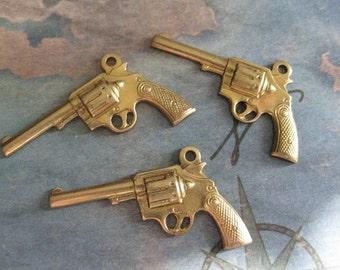 2 PC Raw Brass Six Shooter Gun Charm / Finding - ZNE X0006