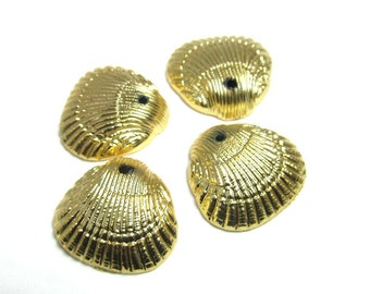 10 Vintage Gold Plated Shell Charm Pendants Pd848