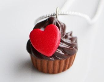 Schokolade Cupcake Halskette, rotes Herz, Fimo, Polymer Clay