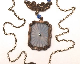 Pididdly Links Camphor Glass Necklace
