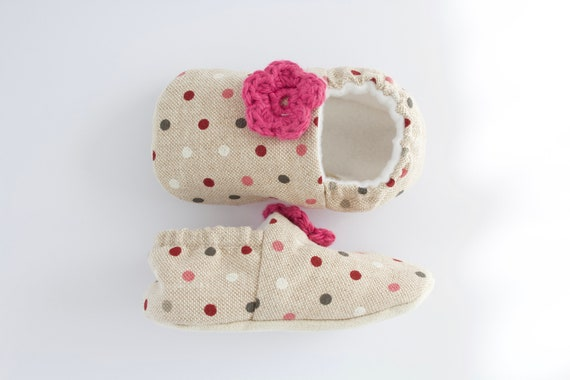 linen polka dot with a little crochet flower, baby girls shoes baby moccs baby shoes