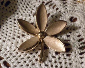 Vintage Trifari Brushed Gold Flower Pin