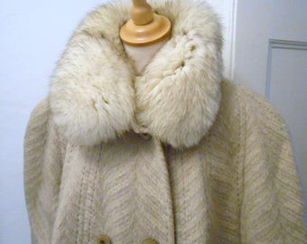 beige warm 70s vintage coat Granny style lama with fur