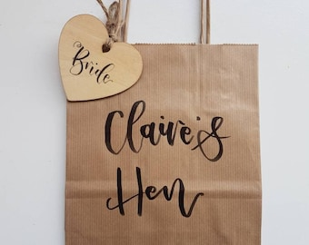 Hen Party Weekend Gift Bags Bride Bridesmaid Maid of Honour Wedding Kraft Brown Paper Personalised Party Favour Bag With Wooden Heart Tag