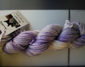 Handdyed yarn singles merino Siamese cat base pale purple