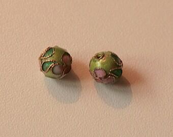 Set of 2 light green round cloisonne beads (6 mm)