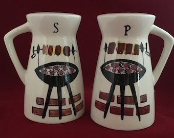 """BBQ salt and pepper shakers, ceramic, 1950's made in Japan, 4"""""""
