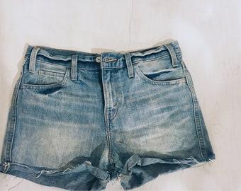 Levis denim shorts size 27