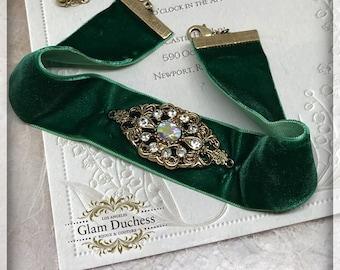 Vintage Victorian Inspired Green Red Velvet Choker, Charm Pendant Velvet Choker, Bridesmaid Bridal Choker, Wedding Jewelry, Choker Necklace