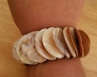 Unique Vintage Chunky Shell Stretch Bracelet