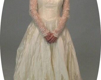Gorgeous 1950's vintage bridal wedding ballgown