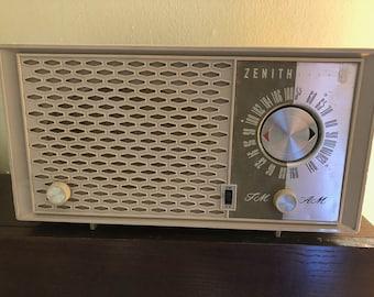 Late 1940s-Early 1950s Vintage Zenith Tube Radio Bluetooth Speaker