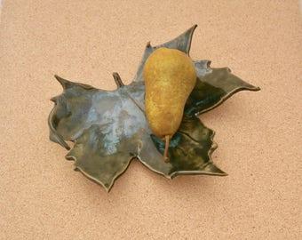 Green plane leaf ceramic dish - Platanus leaf centre piece - Pottery trinket holder -  Catch all - Green home decor - Greenery