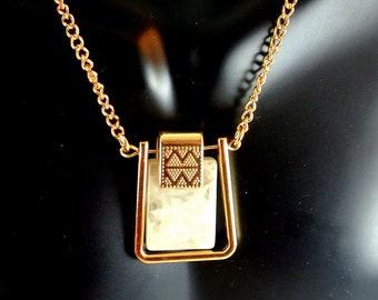 Rechteck-Achat Gold-Ton Anhänger Halskette 32-Zoll-Halskette Leder und Gold-Ton-Kette Halskette Vintage 80