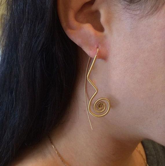 Gold Spiralen Draht umwickelt Ohrringe Frauen Schmuck lange
