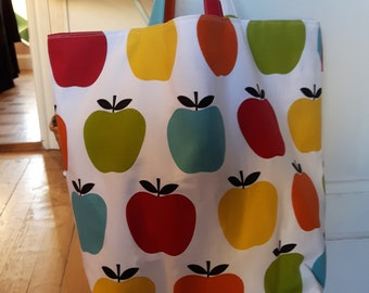Tote bag with apples
