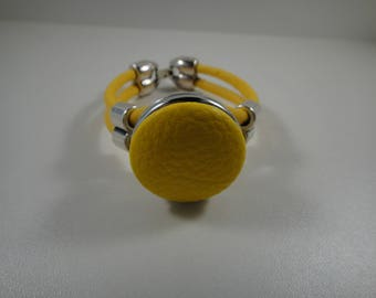 Bracelet leather yellow cabochon chunk pressure of 30mm yellow leatherette.