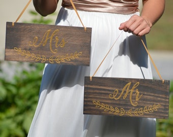 Gold Wedding Chair Signs, Mr and Mrs Wedding Sign, Wood Chair Signs, Bride And Groom Photo Prop, Sweetheart Table Decor, Barn Wedding (S101)