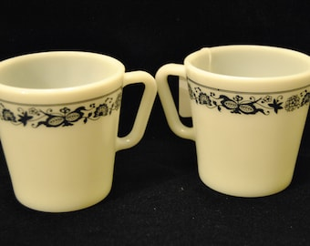 "Vintage Pyrex Coffee Cups with ""Old Town Blue Onion"" Pattern"