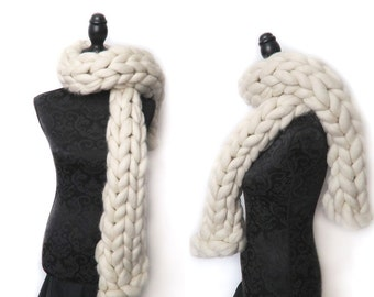 Handmade super chunky scarf 100% chunky merino wool infinity scarf non mulesed ethical wool natural cream knit extreme knitting cowl