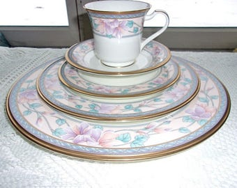 Noritake Embassy Suite NEW 5 Piece Place Setting Dinnerware Set Adorned With Lavendar and Pink Floral - Free Shipping