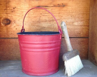 Vintage Red Bucket, Old Galvanized Bucket, Red Metal Bucket, Heavy Duty, Industrial Decor, Farmhouse Decor, Red Accent, Primitive decor, Can