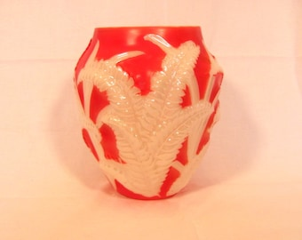 Phoenix Consolidated Glass Coral Wash Fern Vase Reuben Line Sculptured Art Ware