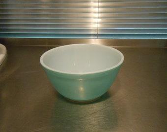 Pyrex Turquoise #402 Mixing Bowl