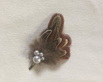 Feather hair clip with pearls