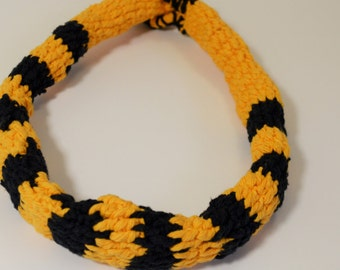 Beautiful Crochet necklace yellow and black.