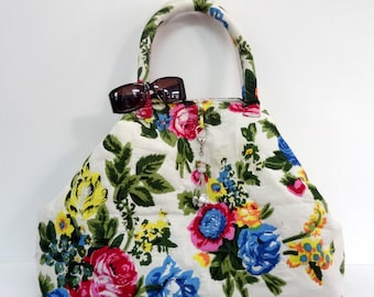 Maxi large bag with handles made of cotton printed white shalimar with door key/bag charm