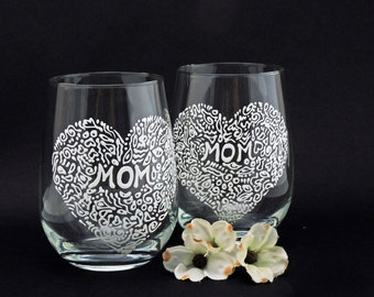 Wine glasses for Mom, Mother's Day gift, Heart wine glass, White lace glass, Set of 2 hand painted glasses, Sweetheart collection