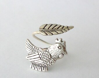 Silver hen ring with a leaf