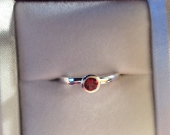 Oregon sunstone ring, natural authentic red Oregon Sunstone set in sterling silver bezel setting! Beautiful sparkle!NSTONER