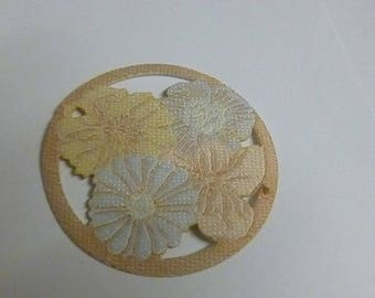 Fusible rosette with flowers in pastel colors