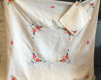 1950's-60's Linen Floral Embroidery and Appliqué Square Tablecloth and 6 Napkin Set