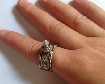 Old tribal silver ring from Gujarat, spike ring, Gujarat, tribal, ethnic, Indian jewelry
