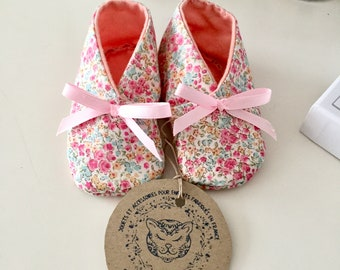 Liberty baby booties and bow satin (size 3 months)