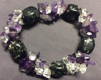 Crystal and amethyst stretch bracelet