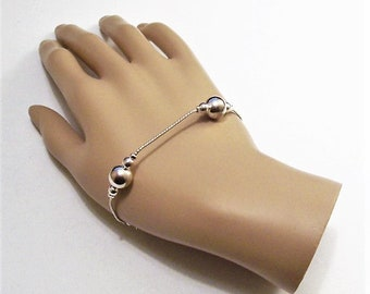 Bead Accent Link Chain Bracelet Silver Tone Vintage Flat Serpertine Polished Accent Spacers Lobster Claw Clasp