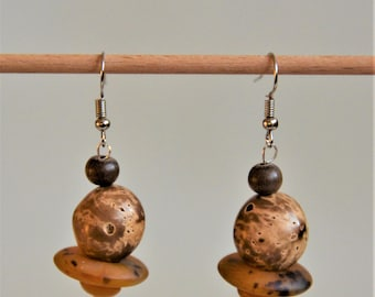 Natural Earrings: Palm tree seed and Horn