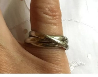 ON SALE Sterling Silver Interlocking 3 Band Ring Size 7