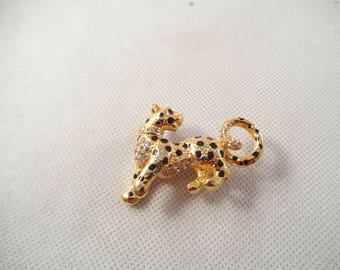 Sparkling Leopard Brooch, Lots of Clear Rhinestones, Gold Tone Metal, Unsigned